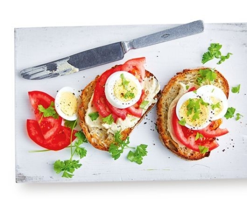 The-Real-CBD-blog-tomato-with-hummus-tomato-boiled-egg